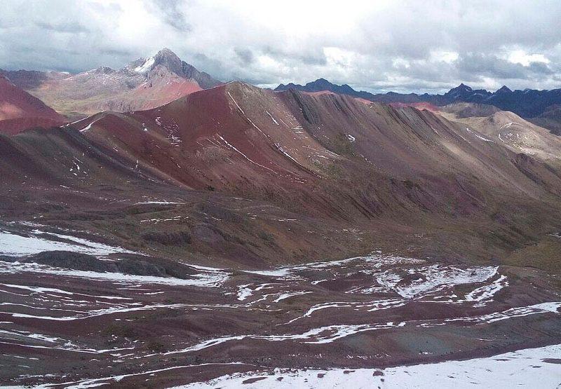turismo excurcion en montaña de los siete colores